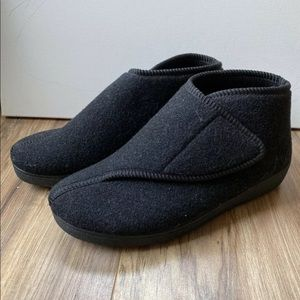 EUC Foamtreads Bootie Slippers Size 7 ED Black